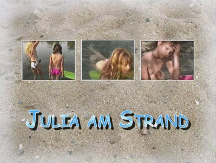 Julia am Strand naturistin